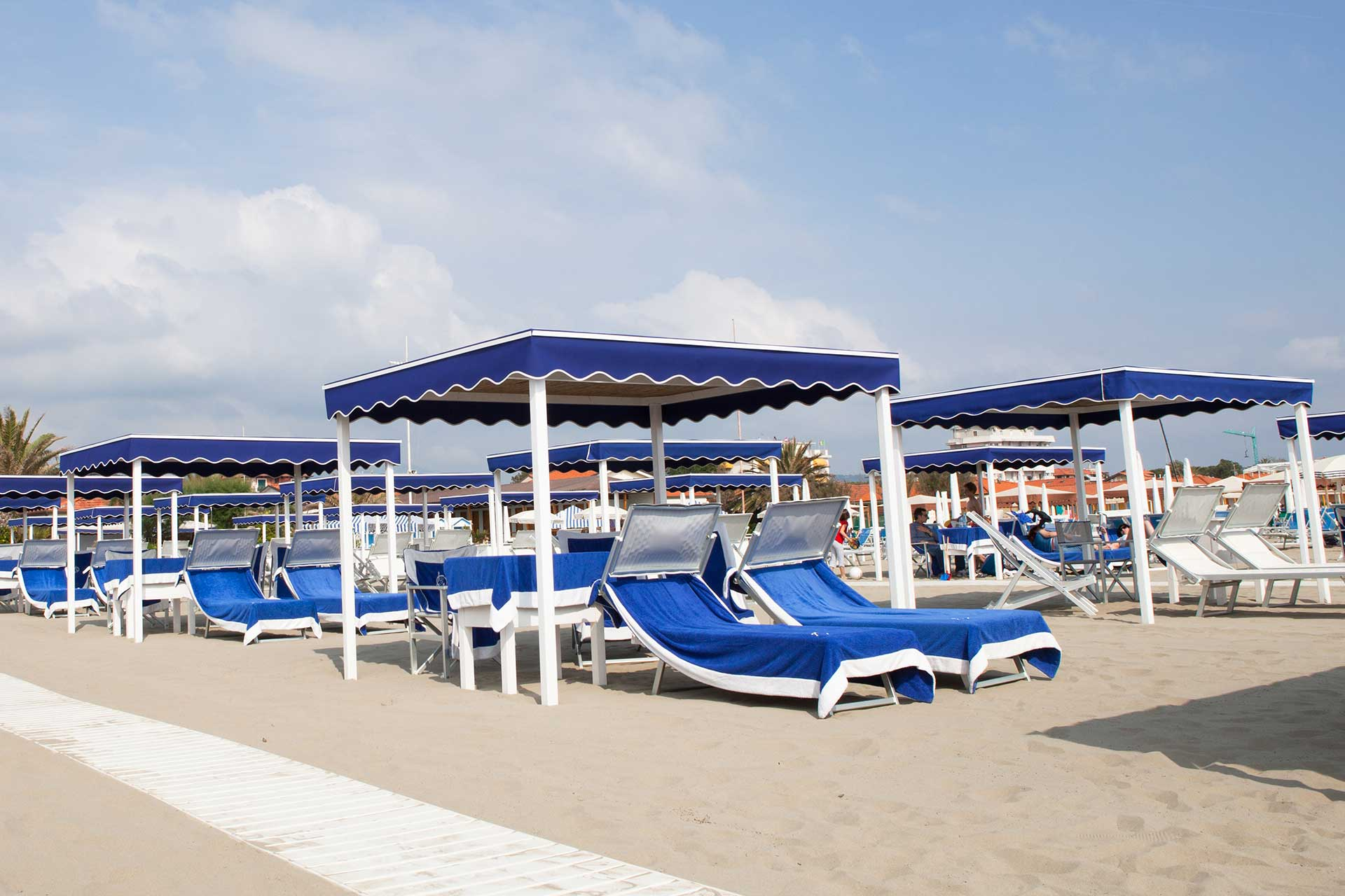 The Beach  bagno grazia marina di pietrasanta, versilia